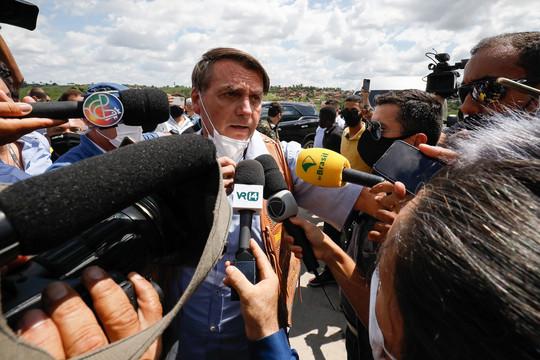 Brasil: el abogado de la familia Bolsonaro amenazó a una periodista