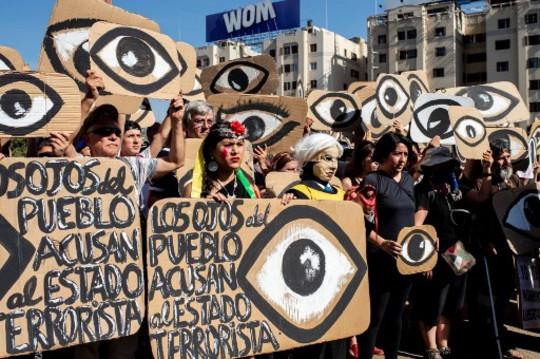 Chile: policías hirieron a dos reporteros gráficos en la ciudad de Santiago