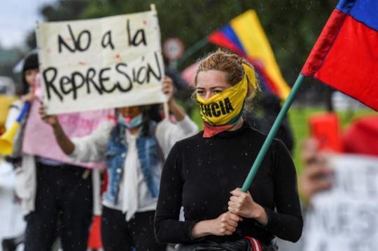 Colombia: la violencia contra manifestantes y periodistas no cesa