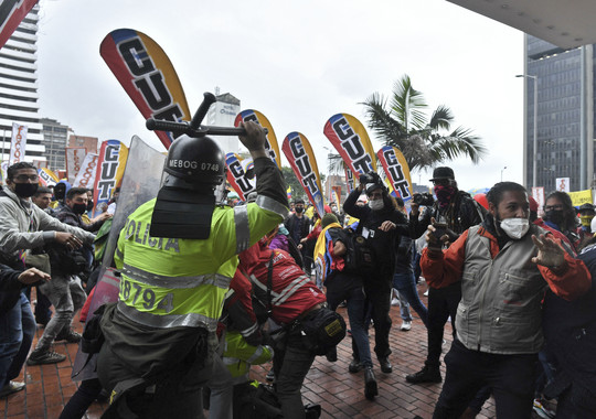 Colombia: fotoperiodista denuncia repetidas agresiones por parte de agentes de las fuerzas de seguridad